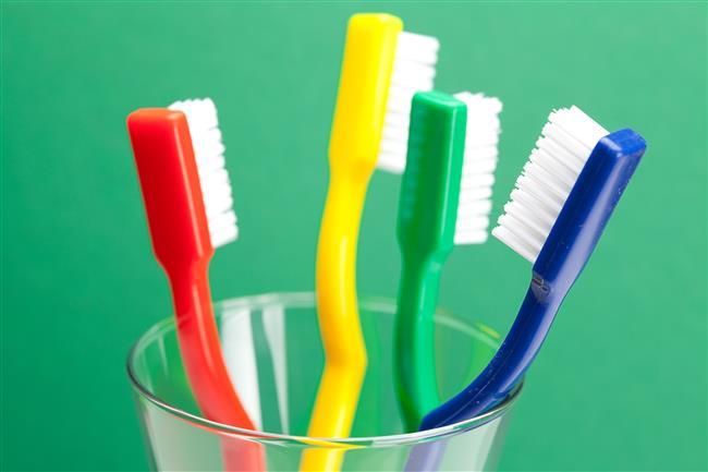 Diş fırçasını sadece dişlerinizi fırçalamak için kullanıyorsanız çok şey kaybediyorsunuz. İşte diş fırçasının 5 farklı kullanım alanı...  Kaynak Fotoğraflar: İngimage