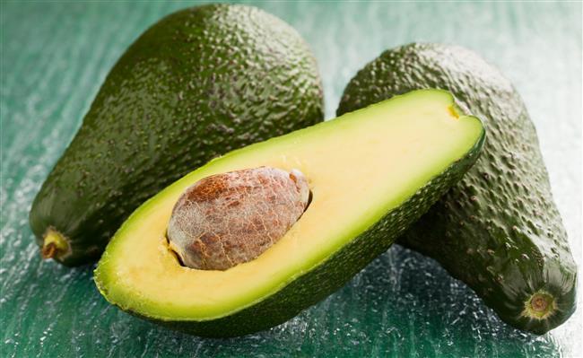 Salatalardan tatlılara, yemeklerden kahvaltılara birçok tarife lezzet katan avokado aynı zamanda oldukça sağlıklı. İşte faydaları...  Kaynak Fotoğraflar: Hürriyet