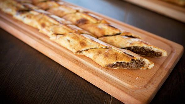 Pideelli5 - Samsun  Karadeniz pidesini yerinde tatmak isterseniz Samsun'daki Pideelli5'i ziyaret edebilirsiniz. Karadeniz pidenizin yanına kendi seçimlerinizle hazırlatabileceğiniz salatayı da ekleyerek enfes bir ziyafet çekebilirsiniz.