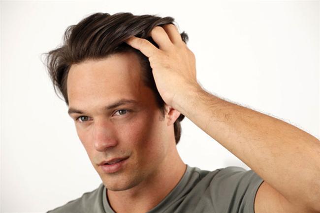 Saçları düzeltmek  Kendine çeki düzen verme ile ilgili jestler, 'İlgileniyorum' manasına gelir.