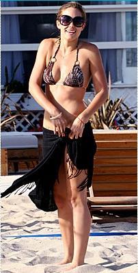 Lauren Conrad Bu fiziğini korumak için bütün yıl boyunca ünlülerin antrenörü Jarett Del Bene ile çalışan Conrad, bikinisini gururla taşıyor.