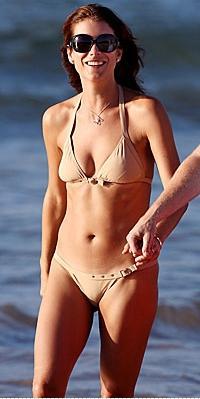 Kate WalshSelülitlerin görünümünü azaltmanın yollarından biri bronz bir tene sahip olmak...