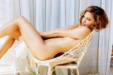 Eva Mendes Vogue'a soyundu - 20