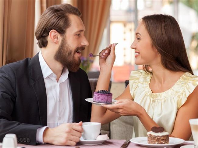 Onu baştan çıkarmak o kadar kolay ki! Flört etmek ve onun üzerinde etki sağlamak için beden dilini iyi kullanmalısınız.    Bir insanı seksi bulup bulmadığımıza yedi saniye içinde karar veriyoruz. Bu süre içinde, bir erkek, kadının vücudunu bastan aşağıya inceleyip en son da yüzüne bakarken, kadın, onun gözlerini ve dudaklarını inceliyor.