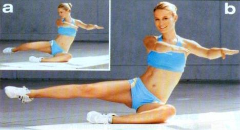 2- Popo ve bacakların iç kısmı için: Yere oturun ve bacaklarınızı sağ yanınıza toplayın. Avuçlarınız yere paralel olacak şekilde kollarınızı öne uzatın. Sağ bacağınızı kaldırıp hafifçe arkaya dönün. Ardından bacağınızı uzatın ve kısa bir süre havada tutun. Hareketi 15 kez tekrarlayın ve diğer bacağa geçin.