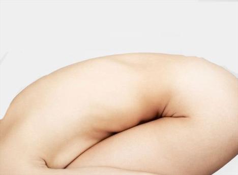 3-Dolaşım bozukluğu (damar yetmezliği):  Selülit ve damar yetmezliği birbirine paralel gider. Yani selülit damar yollarında oluşur ve damarları sarar, sıkar. Bu durum kan dolaşımını daha da zorlaştırır ve varisler meydana gelir. Bu da damar yetmezliği, selülit, varis, daha ileri derecede damar yetmezliği olarak gittikçe ciddi boyutlara varır.