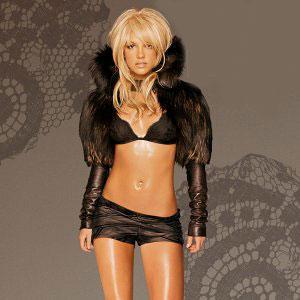 Son zamanlardaki en büyük şoku çocuklarının velayetini kaybetmesi olan Britney'in kariyerini sürdürebilmesi için moral depolaması gerekiyor.