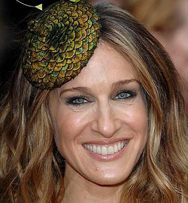 43 yaşındaki Sarah Jessica Parker, aslında böyle görünüyor! Airbrush tekniğiyle pürüzsüz yapılan cildi aslında kırışık dolu!