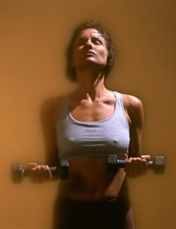 Akşam geç saatte spora gidecekseniz yemeğinizi daha önce yemelisiniz. Spor sonrası hafif bir salata ya da meyve yiyebilirsiniz.