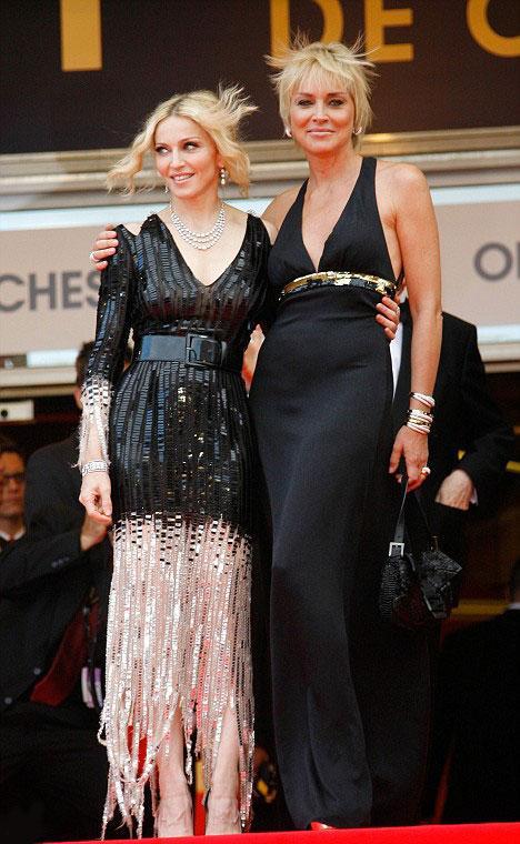 İkisi de yıllanmış şarap gibi ve ikisi de hala birer seks sembolü.Sarışın idoller Madonna ve Sharon Stone milyon dolarlık bebekler olarak Cannes Film Festivali'nde kırmızı halısa salındılar.