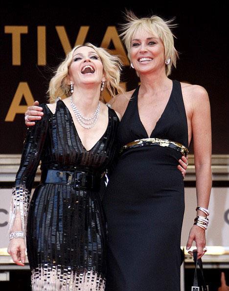 Dün akşam gerçekleşen bir galada Madonna ve Sharon Stone, yılların bıraktığı izlerin nasıl harika bir ihtişama dönüşebileceğinin göstergesi gibiydi.