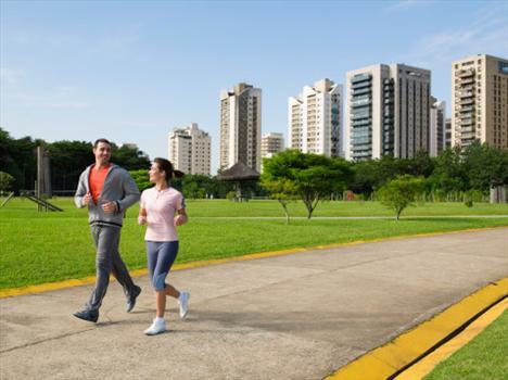Yürümek, kilo verdirmekten ziyade zinde kalmanızı sağlar. Yürümek ve koşmak, kalp,şeker,kemik erimesi,stres ve depresyon gibi hastalıkları ciddi oranda azaltır. 80'li yıllarda ağırlıkla yapılan egzersizlerin sağlık açısından iyi olduğu iddia edilirdi ancak günümüzde bu tarz egzersizlerin kan basıncını yükselttiği ve böylece kilo alma ihtimalini artırdığı ispatlandı. Bu da son zamanlarda insanları yürüyüş,koşu gibi sporlara yönlendiriyor.