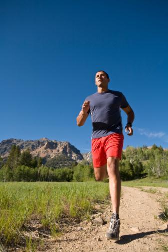 Uzun mesafeli tempolu yürüyüşten sonra nabzınızı da kontrol ederek koşuya geçebilirsiniz. Hedefiniz koşmak değilse, yürüyüş temponuzu artırabilir ya da aynı sürede mesafeyi artırmaya çalışabilirsiniz. 45 ya da 50 dakikalık egzersizin ardından nabzınızın tekrar eski haline gelip toparlanması ilk zamanlar daha uzun sürecektir.