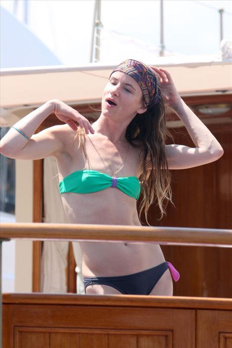 Juliette Lewis bikiniyle görüntülendi - 10