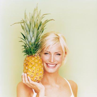 Ananas  * Bakteri ve parazitlerle savaşmaya yarar * Sindirimi kolaylaştırır * İltihaplanma riskini azaltmada ve yaraların hızla iyileşmesini sağlamada etkilidir (1 kalın dilim ananas=43 kalori)