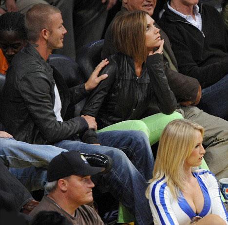 Ve Victoria Beckham sessiz ve derinden bir kıyamet koparıyor.