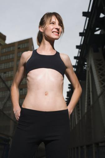 YAĞLANMANIN ÖNLENMESİNDE KALORİ MİKTARI MI, İÇERİK Mİ ÖNEMLİ?Yapılan çalışmalar her ikisini de önemli olduğunu gözler önüne seriyor. Örneğin, 2007 yılında Diyabet Merkezinin yaptığı bir çalışmada, aynı kaloride fakat farklı besin öğelerine sahip üç beslenme programı hazırlanmış ve 62 yaş civarında ailesinde diyabet geçmişi olan ve vücutlarında insülin direnci gelişmiş obez II katılımcıya uygulanmıştır. Bu katılımcılar 28 gün boyunca 1600 kalorilik ve dört öğüne bölünmüş (öğün başına 40 kcal) bir program uygulamışlardır. Diyetler: