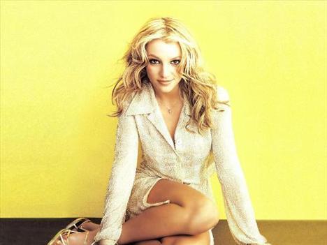 26 yaşındaki iki çocuk annesi Britney, William Morris moda ajansında çalışan Jason ile görüntülendi.