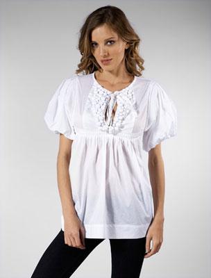 Günlük kıyafet olarak kullanılan volanlı bluzler folk modasını da beraberinde getirirken volanları kıyafeti hareketlendiriyor.