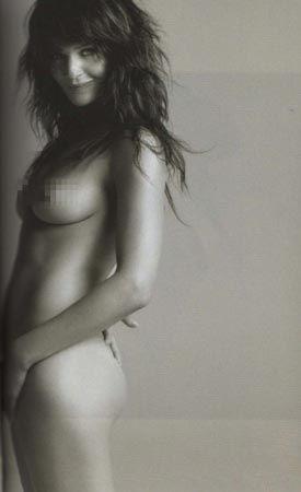 Helena Christensen üstsüz yakalandı - 11