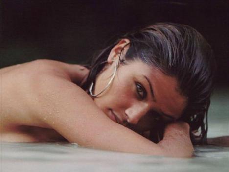 Helena Christensen üstsüz yakalandı - 58
