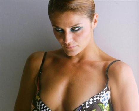 Helena Christensen üstsüz yakalandı - 60