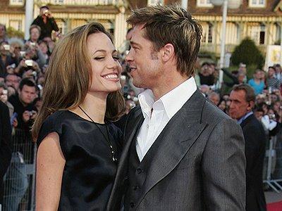 """Forbes'in """"En Güçlü 100 Ünlü"""" listesinin ilk 10'una bu yıl medyanın ilgi odağı bir çift de girdi. Listede aktris Angeline Jolie 3., sevgilisi Brad Pitt ise 10. sırada yer aldı. Yeni evliler şarkıcı Beyonce Knowles ve Jay-Z listede sırasıyla 4. ve 7. sıraya yerleşti.   Haberin devamı"""