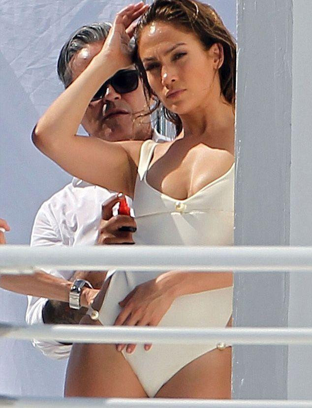 Jennifer Lopez - 37