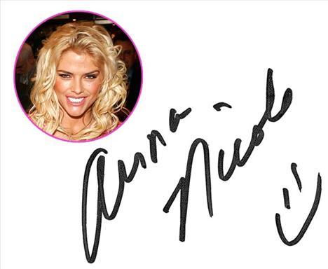 Anna Nicole Smith İ'nin noktasının kaymış olması sabırsızlığının ve endişesinin bir göstergesi. İmzasının sonuna da gülücük koyması gerçek hislerini önüne çektiği bir maske aslında...