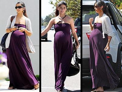 Matthew McConaughey'in sevgilisi Camila Alves, hamileliğinin son günlerinde mor renkli Nui marka elbisesinin içinden çıkmıyor gibi!
