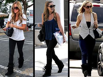 Lauren Conrad, Los Angeles sıcağına rağmen siyah püsküllü Minnetonka Moccasin marka botlarını ayağından çıkarmıyor. Nicole Richie de aynısından var...