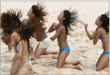 Plaja renk katan amigo kızlar da olimpiyatın ardından akıllarda kalanlar arasında...