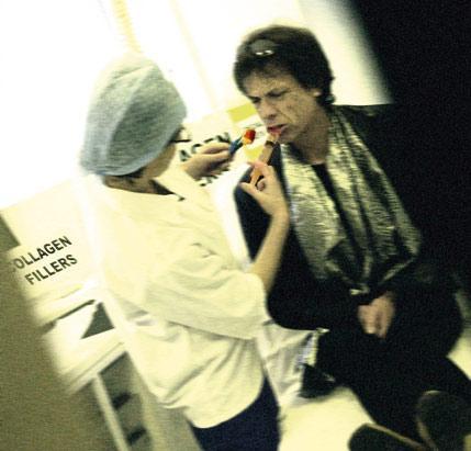 ''Mick Jagger'ın dudaklarına silikon enjekte ediliyor''