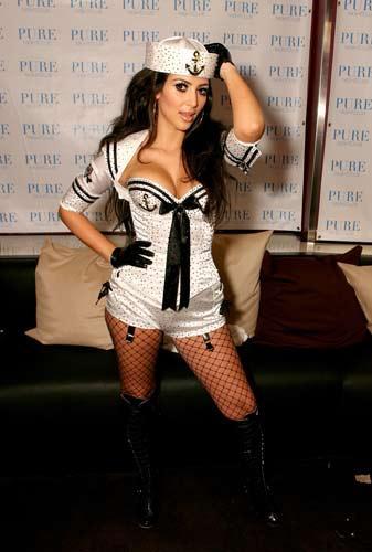 Kim Kardashian sahnede - 26