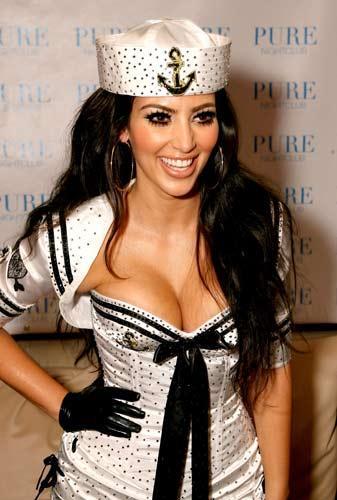 Kim Kardashian sahnede - 31