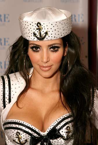 Kim Kardashian sahnede - 36
