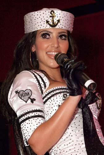 Kim Kardashian sahnede - 37
