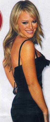 Hilary Duff'un üzerindeki bu gece kıyafeti, tam 20'li yaşlara göre! Abiye her zaman yaşı büyütür. Tercihinizi sade bir modelden yana kullanın. Küçük aksesuvarlar kullanın.