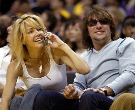 Müzisyen Richie Samborra oyuncu Heather Locklear ile evliydi.