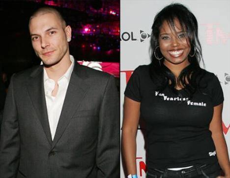 Kevin Federline Britney Spears ile birlike olabilmek için hamile sevgilisi Shar Jackson'ı terketti.