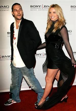 Daha sonra Britney Spears ile evlenen Federline, şimdilerde ünlü şarkıcı ile kanlı bıçaklı.