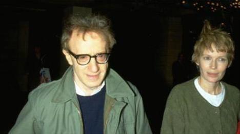 Ünlü yönetmen Woody Allen'ın Mia Farrow ile mutlu bir evliliği ve bir çok evlatlık çocuğu vardı.