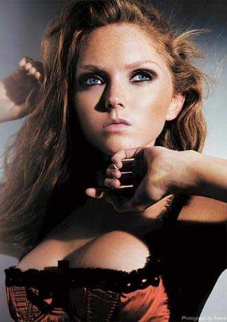 Genç model Lily Cole
