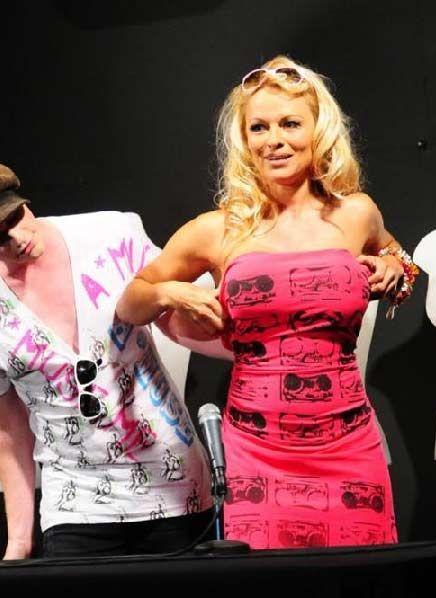 Pamela Anderson - 17