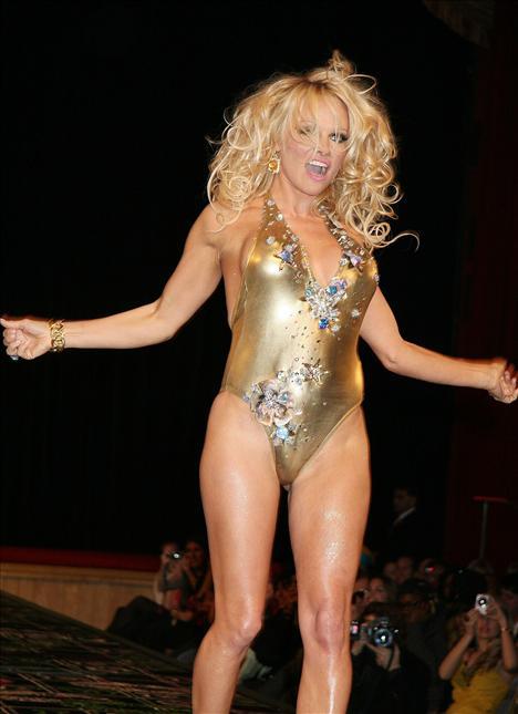 Pamela Anderson - 31
