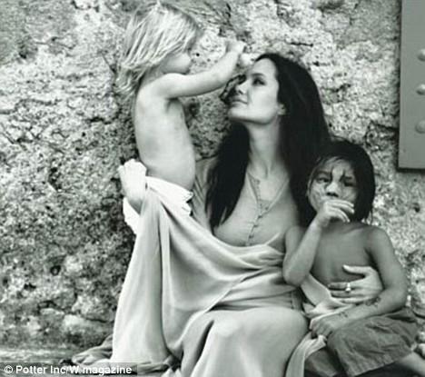 Angelina Jolie'nin bu fotoğraflarını kocası Brad Pitt çekmiş...