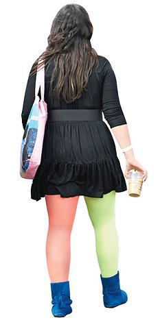 Teftiş var! Çoraplarınızın rengi mutlaka aynı olsun..:)