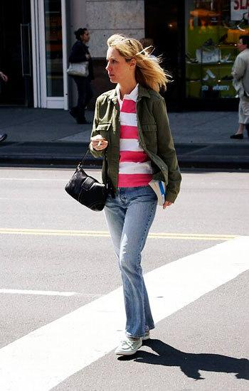 Orta boylu bir kadınsanız uzun paçalı pantalonlar  boru paça bir pantalon giymelisiniz.