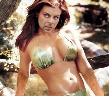 Carmen Elecktra ve Bruce Willis karışımı...