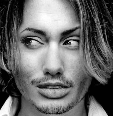Johnny Depp ve Angelina Jolie karışımı...